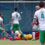 Deutschlands Hockey-Herren (schwarze Hemden) haben beim Four Nations Cup in Hamburg (Hamburg Masters) das entscheidende Spiel um den Turniersieg gegen Irland mit 2:4 verloren.