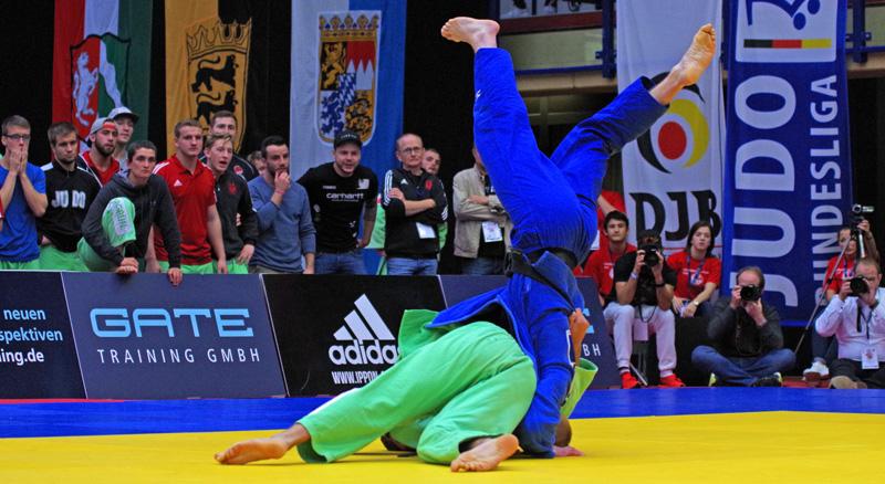Halbfinale beim Bundesliga-Finale der Männer in Hamburg zwischen dem Hamburger Judo-Team (Blau) und SU Witten Annen (Grün).
