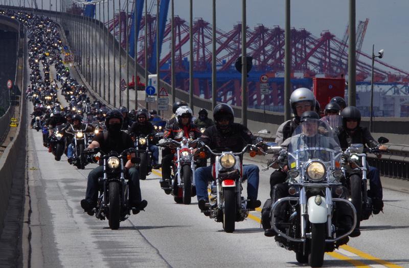 Harley Days 2016: Biker auf der Köhlbrandbrücke.