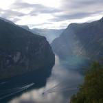 """Der Geirangerfjord. Blick von der """"Adlerstraße""""."""