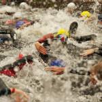 Triathlon-Schwimmsstart im Freibad im Hamburger Stadtpark.