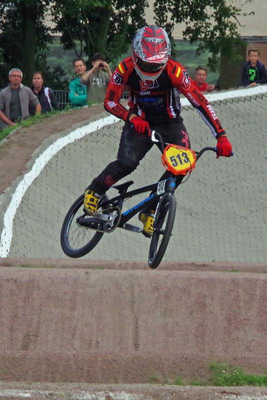 In Hamburg wurden die Deutschen Meister 2017 im BMX ermittelt. Pierrick Eveno (BMX Team Cottbus) siegte souverän in der Juniorenklasse U17.