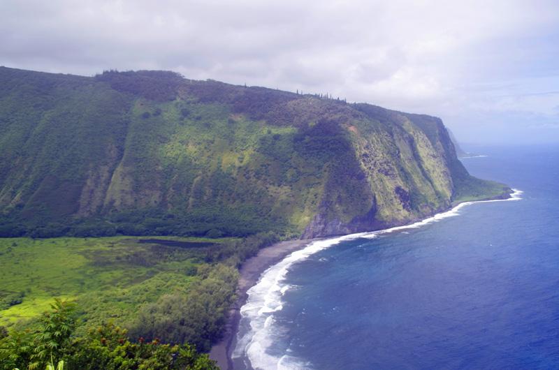 Blick vom Aussichtspunkt auf das Waipio Valley auf Big island, Hawaii.