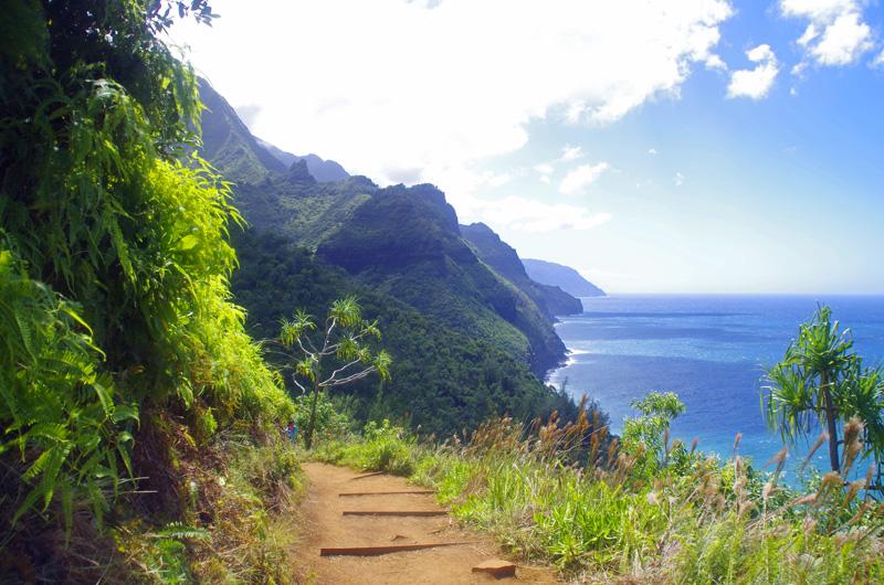Wander-Highlight auf Hawaii: Die ersten zwei Meilen auf dem Kalalau Trail entlang der Na Pali Coast auf Kauai sind ohne Permit zu begehen.