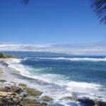 Der Hookipa Beach auf Maui, Hawaii, gilt als eines der besten Windsurf- und Surfreviere weltweit.