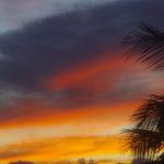 Farbenprächtiger Sonnenuntergang auf Maui, Hawaii.
