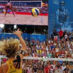 Im Tennisstadion am Hamburger Rothenbaum finden die Beachvolleyball FIVB World Tour Finals 2017 statt. Olympiasiegerin und Weltmeisterin Laura Ludwig bei einer Angabe im Finale.