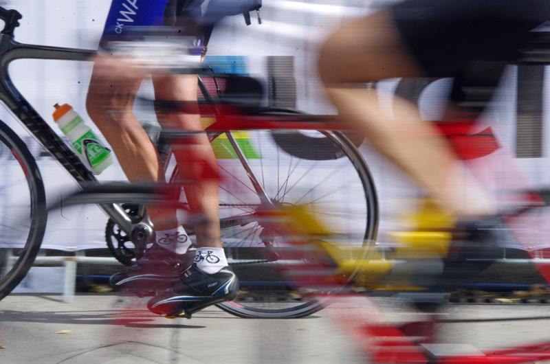 Ein Teilnehmer am Jedermann-Rennen über 180 Kilometer im Rahmen der 22. EuroEyes Cyclassics in Hamburg.