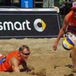 smart beach tour in Hamburg im Tennisstadion am Rothenbaum. Die Beachvolleyballer Philipp Arne Bergmann (links) und Yannick Harms (Rotes Rudel TC Hameln).