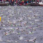 Start zum Ironman in Hamburg: Schwimmstart auf der Binnenalster.