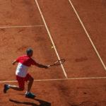 Tennis-Bundesliga der M50: Endrunde um die Deutsche Meisterschaft in Hamburg. Schatten eines Spielers auf dem Centre Court am Rothenbaum.