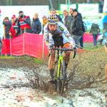 Der Deutsche Radcross-Meister Marcel Meisen (mitte) beim UCI-World-Cup-Rennen in Zeven.